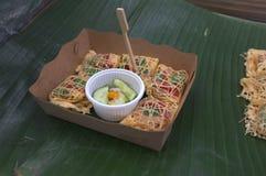 Latieng ou Fried Prawns & porca envolvido em uma rede do ovo, alimento do conceito, partido Foto de Stock