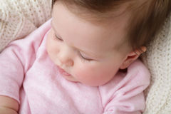 Latigazos macros del ojo del bebé recién nacido Imagenes de archivo