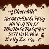 Latijns alfabet in vloeibare stijl Hand die bruine chocoladebrieven schrijven Vector graphhics royalty-vrije illustratie