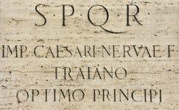 Latijnse inschrijving van Roman Emperor Trajan stock fotografie