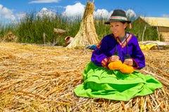 Latijnse vrouw in nationale kleren. Peru. s. Amerika stock afbeeldingen