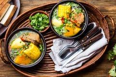Latin - amerikansk mat Traditionell chilensk grisköttsoppacazuela Cazuela Chilena arkivfoto