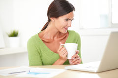 Latin lovely woman surfing the web on her desk Royalty Free Stock Photos