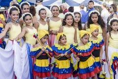 Latina dansare poserar på festivalen Arkivbild