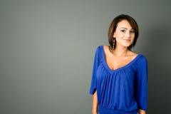 Latina en azul Foto de archivo libre de regalías