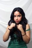 Latina hermosa con los puños (1) Fotos de archivo