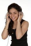 Latina sorridente con le cuffie Fotografie Stock Libere da Diritti