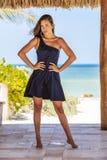 Latinamerikansk brunettmodell Enjoying en Sunny Day royaltyfri fotografi