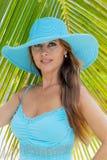 Latinamerikansk brunettmodell Enjoying för sexig damunderkläder en Sunny Day fotografering för bildbyråer