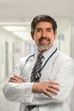 Latinamerikansk doktor Inside Hospital royaltyfri fotografi