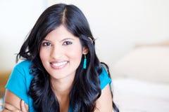 Latinamerikansk kvinnastående royaltyfria bilder