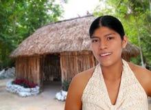 latinamerikansk latinsk mayan ståendekvinna Arkivbilder