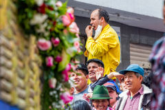Latinamerikanskt folk som väntar för att börja årlig karneval royaltyfria bilder