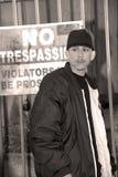 latino мальчика отсутствие trespassing Стоковые Фотографии RF
