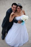 latino-americano attraente dello sposo della sposa immagine stock