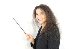 Latino che insegna davanti ad una scheda bianca. immagini stock libere da diritti
