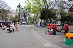 Latinomusikband, die im Park, Japan durchführt Stockbilder
