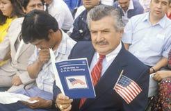 Latinos en la ceremonia de la ciudadanía de Estados Unidos, Los Ángeles, California Imagen de archivo libre de regalías