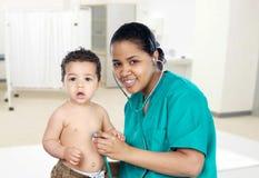 Latinsk pediatrisk flicka Arkivbild