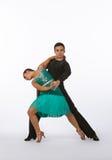 Latinska balsaldansare med den gröna klänningen Royaltyfria Bilder