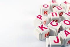 Latinska bokstäver på kuber Arkivfoto