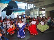 Latinska kulturella dansare, akvarium av det Stillahavs-, Long Beach, Kalifornien, USA Royaltyfri Fotografi
