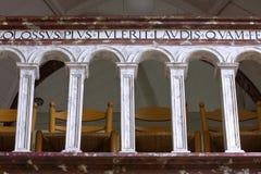 Latinskt språk på en balustrad Arkivbilder