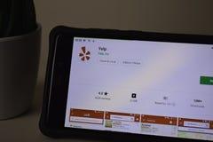 Latir a aplicação do colaborador na tela de Smartphone O ganido é um web browser do freeware desenvolvido fotografia de stock