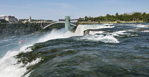 Lato americano del cascate del Niagara con Ontario, Canada nei precedenti Fotografia Stock