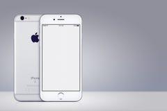 Lato anteriore e posteriore di Apple del modello d'argento di iPhone 7 su fondo grigio con lo spazio della copia Fotografia Stock