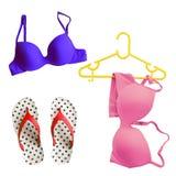 Lato bikini pojęcie z bikini i trzepnięcia klapy sandałami Odizolowywającymi na bielu Fotografia Stock