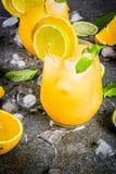 Lato cytrusa poncz z pomarańczami i wapnem Fotografia Royalty Free