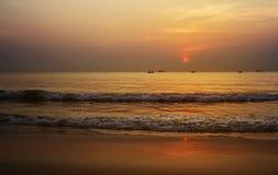 Lato czas piękny złocisty wschód słońca przy plażowym Tajlandia Obraz Royalty Free
