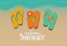 Lato czasu wakacje na plażowych piaskach przed turkusowym błękitem s Obraz Royalty Free