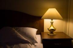 Lato del letto alla notte Fotografia Stock