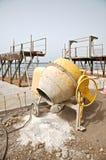 Lato del miscelatore di cemento Fotografia Stock