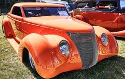 Lato dell'automobile classica in arancia Fotografia Stock
