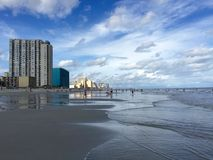 Lato della spiaggia di felicità fotografia stock libera da diritti