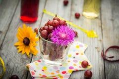 Lato deserowej owoc drewniani agrestowi kolorowi napoje Zdjęcie Stock