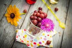 Lato deserowej owoc drewniani agrestowi kolorowi napoje Zdjęcia Royalty Free