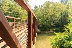 Lato di vecchio ponte d'acciaio Fotografia Stock