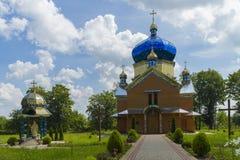 Lato di vista di vecchia chiesa L'Ucraina ad ovest Monumento di un archiculture del secolo 19 Fotografia Stock