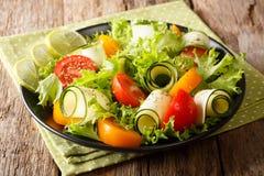 Lato diety jedzenie: sałatka zucchini, pomidory, sałata z wapnem Zdjęcie Royalty Free