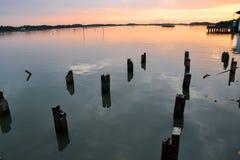 Lato e tramonto del fiume nella sera Fotografia Stock Libera da Diritti
