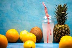 Lato koktajlu odświeżający napój zdjęcia royalty free