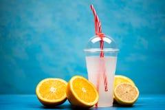 Lato koktajlu odświeżający napój zdjęcia stock