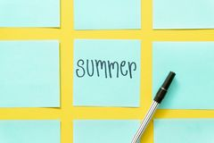 Lato Kolorowe kleiste notatki na bezp?atnej ? fotografia royalty free
