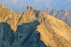 LATO krajobraz 1257 metrów wzrostu górę góry Poland skrzyczne świetle wschodu słońca Obraz Royalty Free