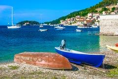 Lato krajobraz w Chorwacja, Vis miasteczko fotografia stock