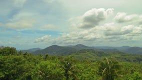 Lato krajobraz w górach i zmroku - niebieskie niebo Czasu upływ zbiory